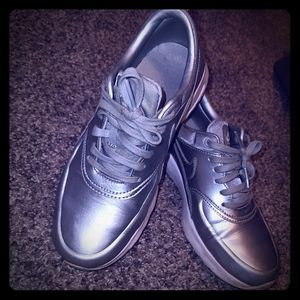 Nike air Silver thea style size 6